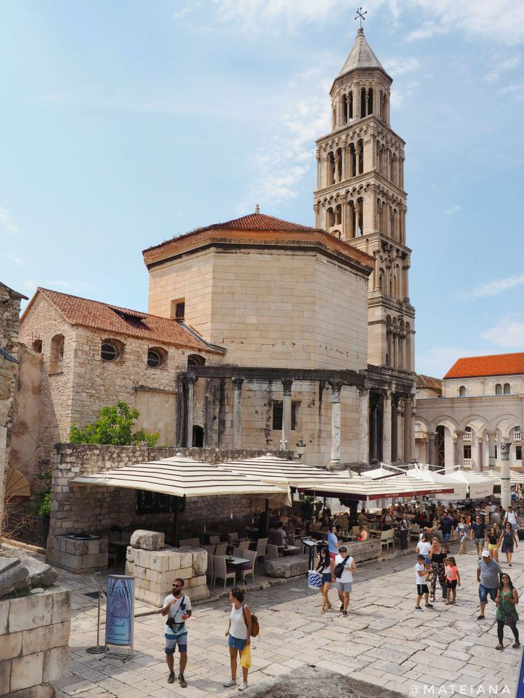 Diocletian-s-Palace---Bell-Tower-of-Saint-Domnius-Cathedral,-Split