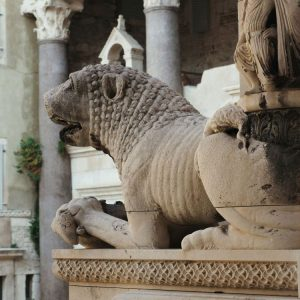 Lion-Guardians---Cathedral-of-Saint-Domnius,-Split,-Croatia