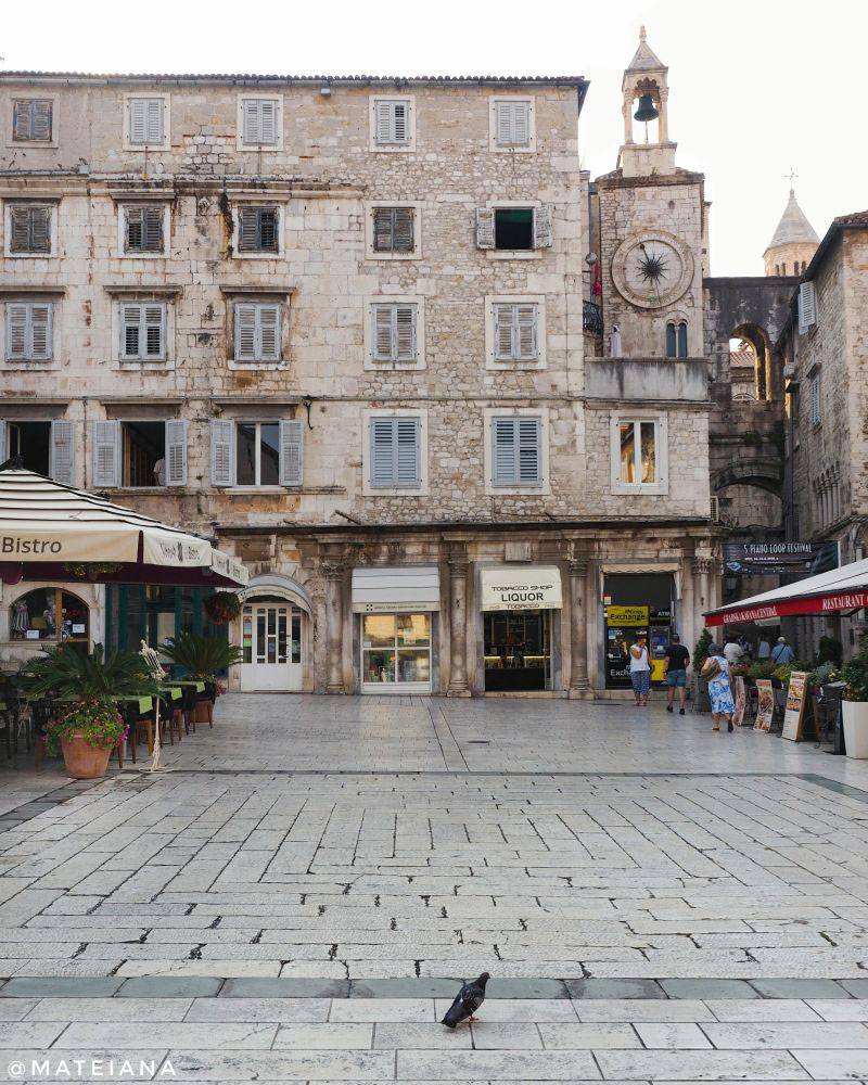 Lovely-courtyard-inside-Diocletian-s-Palace,-Split