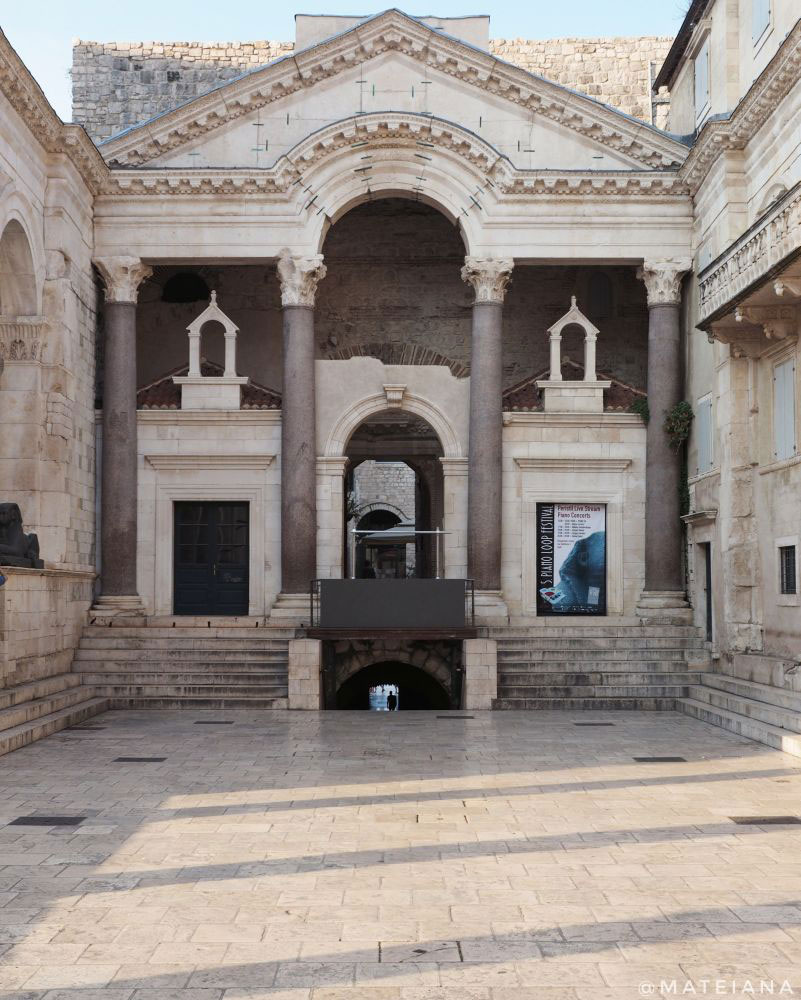 Peristyle-Square-Diocletian-s-Palace-in-Split,-Croatia