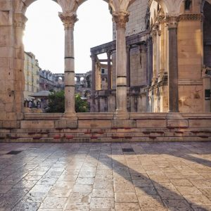 Peristyle-Square-inside-Diocletian-s-Palace-in-Split,-Croatia