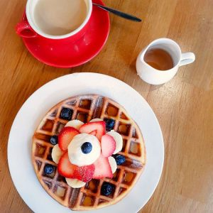 Waffles-and-coffe-at-Knots-Cafe-and-Living,-Singapore
