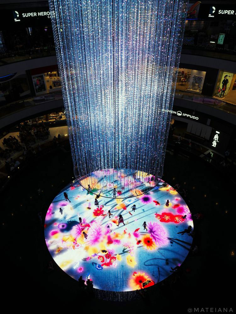 Digital-Light-Canvas---interactive-dance-floor-inside-The-Shoppes-at-Marina-Bay-Sands
