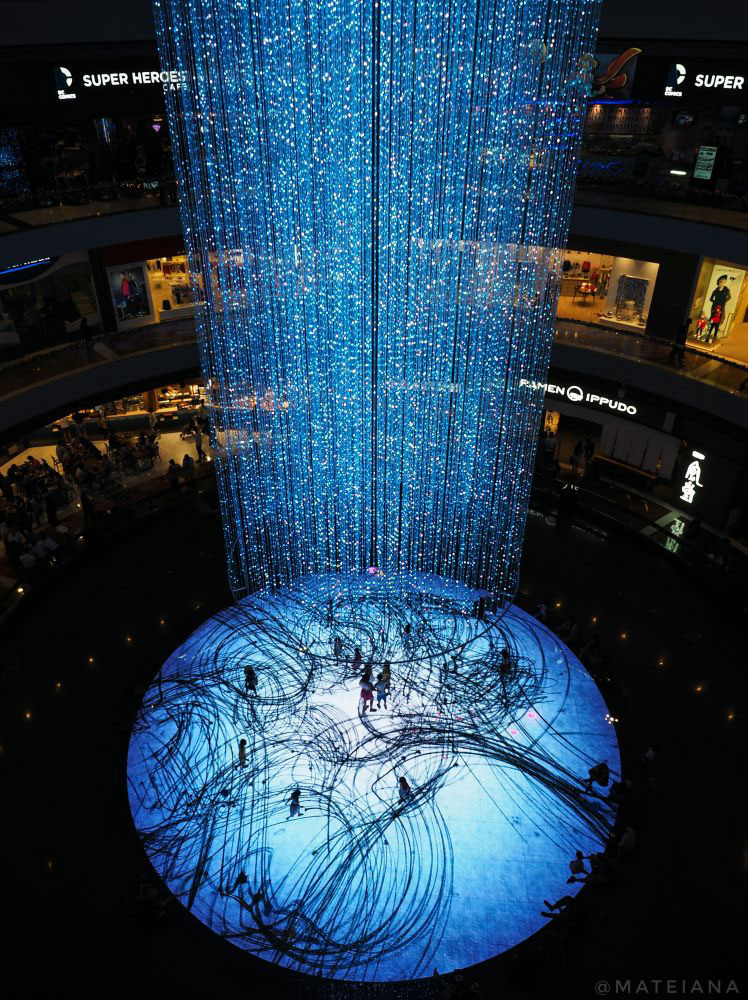 Interactive-dance-floor-inside-The-Shoppes-at-Marina-Bay-Sands