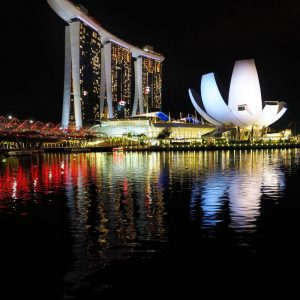 Marina-Bay-Sands-Hotel,-ArtScience-Museum-and-Helix-Bridge-in-Singapore