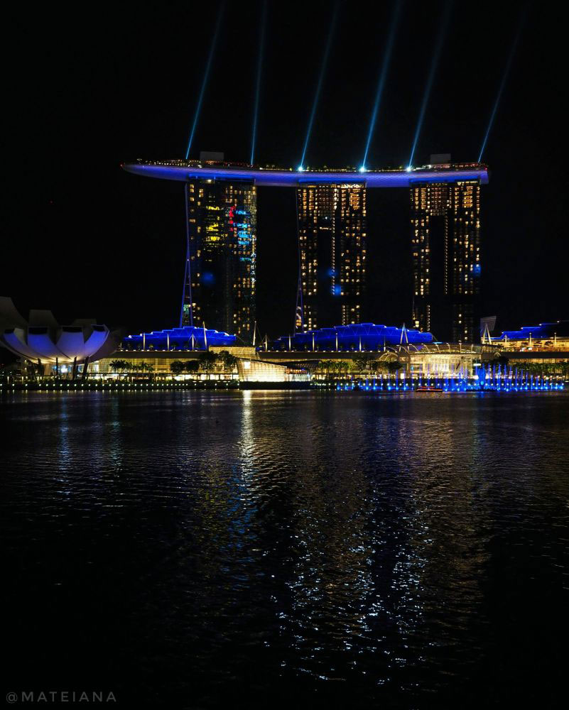 Marina-Bay-Sands-Light-Show