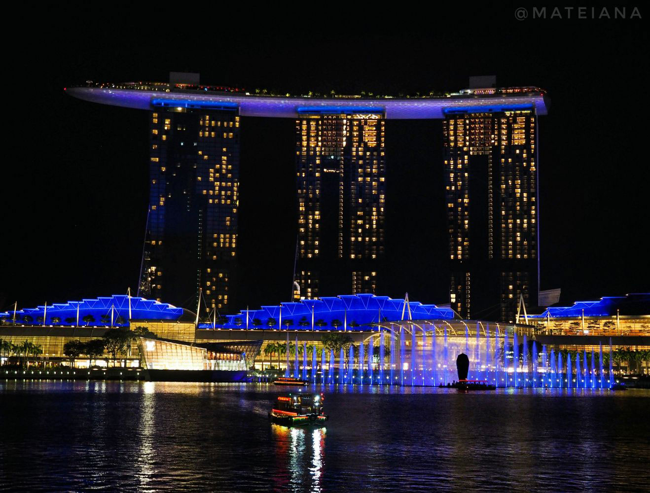 Spectra---A-Light-and-Water-Show-at-Marina-Bay-Sands-in-Singapore